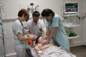 Massage cardiaque sur mannequin par l'ERSS