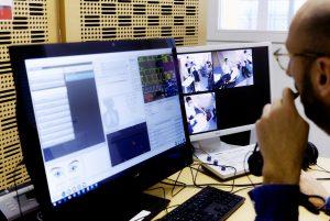 Médecin programmant une simulation par l'ERSS